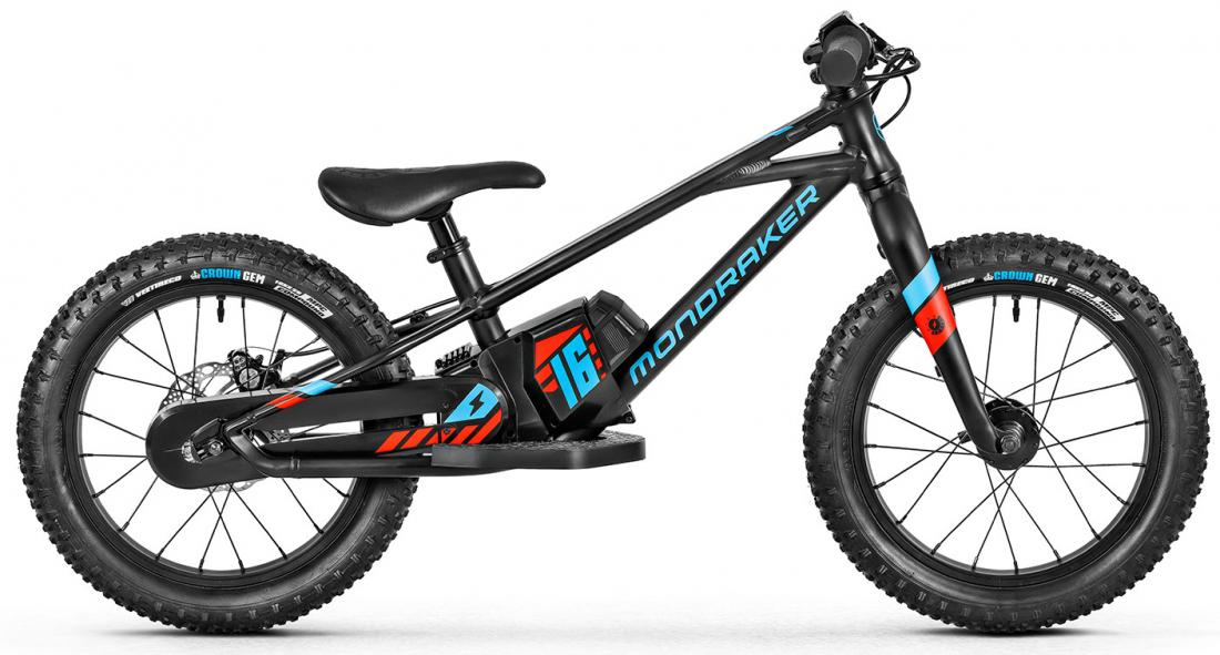 Grommy 16, black/red/blue, 2021